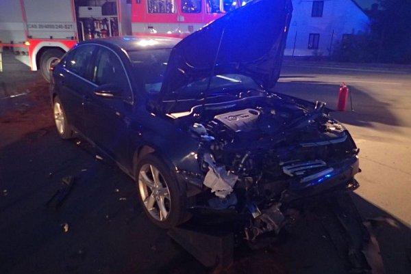Dvě jednotky hasičů byly vpátek vpodvečer vyslány do Razové, kde byla hlášena dopravní nehoda osobního a dodávkového automobilu.
