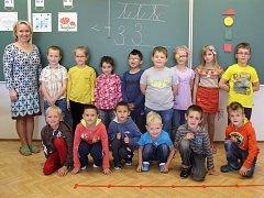 Prvňáčci ze Základní školy a Mateřské školy Jindřichov, jejich třídní učitelkou je Ludmila Schaffartziková.