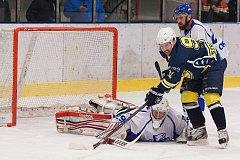 Krnovští hokejisté prohráli na ledě Orlové po nájezdech.