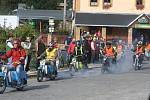 Legendární Jawa pionýr neboli fichtl je úžasný motocykl.  Bohušovská Fichtlmánie byla oslavou pincků.