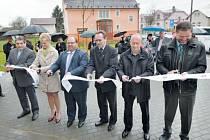 Otevření areálu v Horním Benešově se dvěma třípodlažními domky bylo opravdu slavnostní. Tato investiční akce za zhruba 26 milionů korun odstartovala v roce 2014.