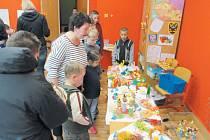 Žáci střední školy praktické z MŠ, ZŠ a SŠ Slezské diakonie Krnov jsou hrdí, jak se jejich výrobky líbily.