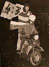 """Transparent """"4:3"""" vyrobený z balícího papíru prozrazuje jak improvizovaně a spontánně Krnované 28. března 1969  slavili hokejové vítězství nad Sovětským svazem."""