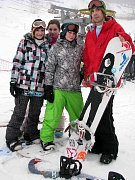 Konkurence se má na pozoru před snowboardistkami vrbenského sportovního gymnázia Vendulou Kunzfeldovou, Vendulou Hopjákovou a Zuzanou Bačíkovou.