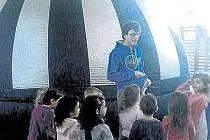 Sférické kino nabídlo dětem poučení i zábavu.