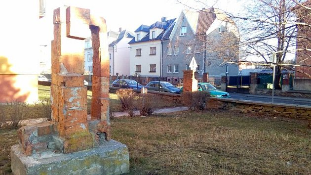 """Krnovští občané se dnes mohou seznámit s návrhem změn veřejného prostranství v Albrechtické ulici, v okolí """"věžáku""""."""