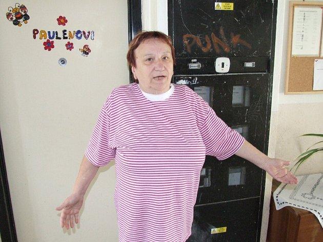 Ilona Paulenová si jako nájemnice vrbenského městského bytu stěžuje na postup radnice.