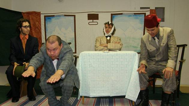 Vražda v salonním coupé ve Flemmichově vile v podání Amatérské divadlo Cvilín.