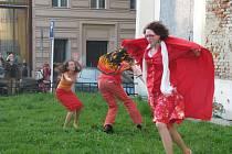 Velký požár v roce 1779 zničil Krnov. Hořet začalo v klášteře minoritů, kde si krnovští divadelníci tuto dávnou tragédii připomínají scénickým tancem.