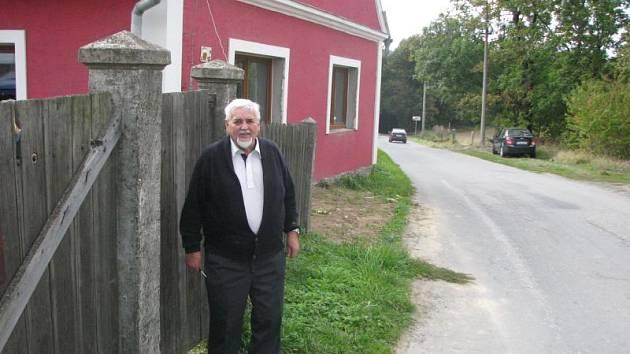 Rodina Alčerova před několika lety koupila tento dům na dolním konci Guntramovic. Byli přesvědčeni, že je to dobrá investice, dokud se nedozvěděli o záměru postavit zde městskou kompostárnu.