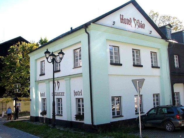 Karlova Studánka, Hotel Džbán