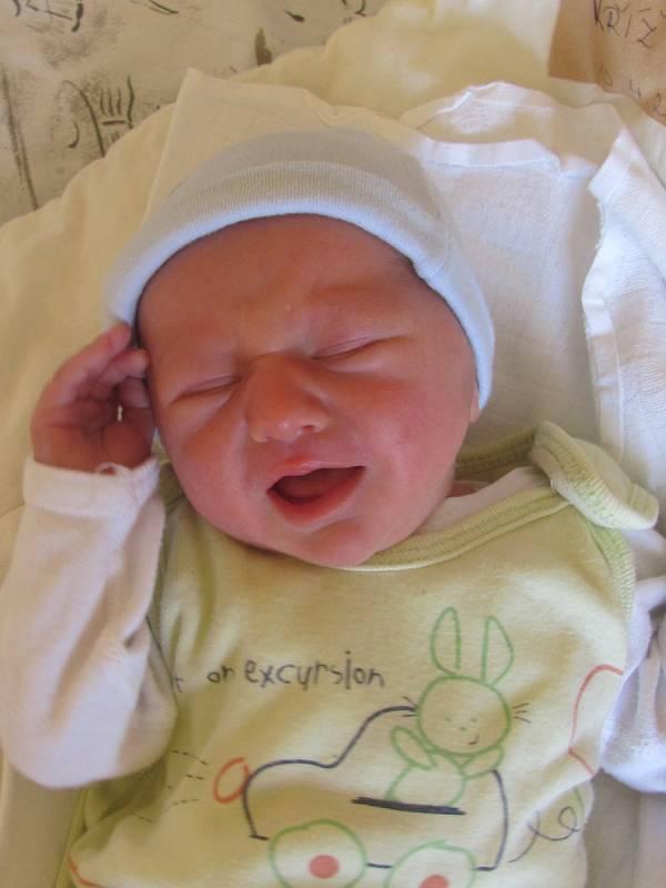 Jmenuji se Matěj Kříž, narodil jsem se 10. dubna 2018, při narození jsem vážil 2620 gramů a měřil 46 centimetrů. Moje maminka se jmenuje Kateřina Křížová a můj tatínek se jmenuje Jiří Kříž. Bydlíme v Bruntále.