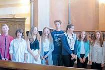 Mladí němčináři v Krnovské synagoze diskutovali o Karlu IV.