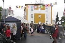 Sousedské slavnosti Zažít město jinak jsou založené na tom, že si lidé pro sebe zaberou ulici bez aut a baví se. V Krnově to bude 15. září u knihovny.