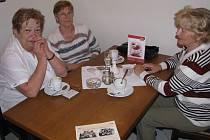 Spolužačky Marie Sikorová,  Eva Urbanová a Hana Čarnecká vzpomínaly na dívčí měšťanku, poslední slet 1948 a konec Sokola v Krnově