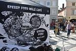 Centrum Krnova bylo plné lidí, kteří si užívali babího léta a vůně kávy.