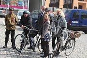 Retro cyklistika si v Krnově našla své fanoušky. O víkendu společně vyrazili do Linhartov.