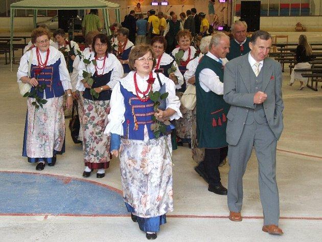 Starosta hornobenešovské radnice Josef Klech si pochvaloval rozjásané polské zpěváky ze skupiny Pszowiki z družebního města.