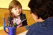 V Krnově probíhaly zápisy budoucích prvňáčků ve čtvrtek a v pátek. Ze 305 dětí, které se k zápisu dostavily, bylo 249 u zápisu poprvé. Přišlo také 56 dětí, které v loňském roce dostaly odklad školní docházky.