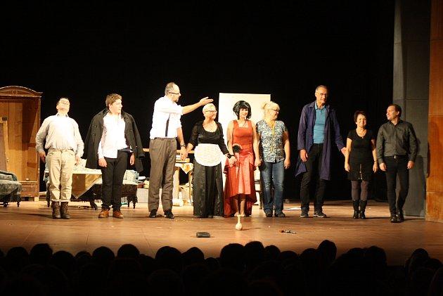 Lidové divadlo Krnov sklidilo ovace vestoje na premiéře hry Mátový nebo citron aneb Lupič vnesnázích.