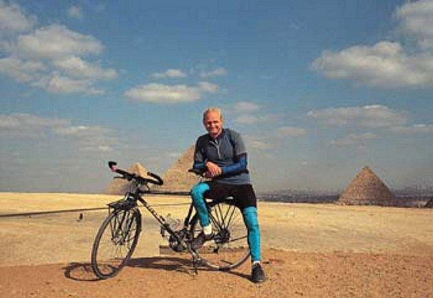 Vítězslav Dostál má za svou cyklistickou éru v nohách bezpočet desítek tisíc kilometrů. Na svých cestách prožil mnohé.