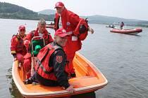 Devatenáct českých a polských týmů soutěžilo ve středu při sedmnáctém ročníku soutěž vodních záchranářů ve vodách přehrady Slezská Harta.