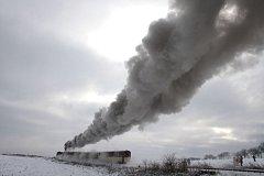 Parní lokomotiva v zasněžené krajině je atrakce, kterou osoblažská úzkokolejka nabízí jen jednou do roka.