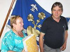 Plánují setkání k sedmdesátému výročí dosídlení obce. Vlevo místostarostka Helena Nepožitková, vpravo starosta Jan Palupčík.