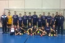 Mladým fotbalistům Slavoje Olympie Bruntál se v Bílovci dařilo tak napůl. B-mužstvo dosáhlo vynikajícího výsledku, když se dostalo až do finále a získalo stříbro. Áčko nepředvádělo špatnou hru, ale po výsledcích ve skupině na něj zbyl boj o 7. místo.