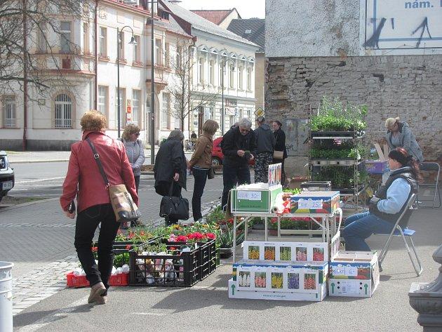 Krnovská tržnice je menší než třeba farmářské trhy vOpavě, nakupuje se tady ale denně.
