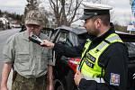 Policisté kontrolovali řidiče, zda nepožili alkohol.