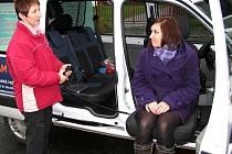 Sociální automobil umožňuje díky nainstalované kladce přepravu osob s pohybovými obtížemi, postižených, ale i seniorů.