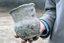 Polští archeologové našli poblíž obce Zubrzyce důkaz, že zde byly osady už v mladší době kamenné. Ze země bylo vyzvednuto na 900 fragmentů neolitické keramiky.