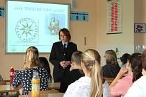 Pavla Jiroušková vysvětlila téma trestní odpovědnosti deváťákům v Základní škole Cihelní v Bruntále.