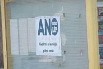 Autobusové zastávky si oblíbili sprejeři, vandalové i lepiči plakátů. Město Krnov za jejich vyčistění, údržbu a opravy zaplatilo desítky tisíc.