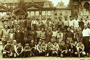 Krnované v Praze. Účastníci  několikadenního výletu krnovských škol do Prahy v roce 1951.