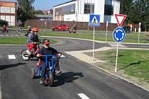 Dětské dopravní hřiště v Krnově, které se dočkalo oprav za milion korun, bylo tento týden oficiálně otevřeno pro veřejnost.