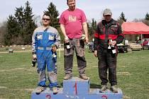 Divize D.2. Uprostřed vítěz Stanislav Salek, vlevo stříbrný Martin Harasím a vpravo třetí Václav Ciminga starší.