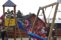 Areál plný hracích prvků otevřeli nově u fotbalového hřiště ve Starém Městě. Je pro děti nejen sportovním vyžitím, ale i obrovskou zábavou.
