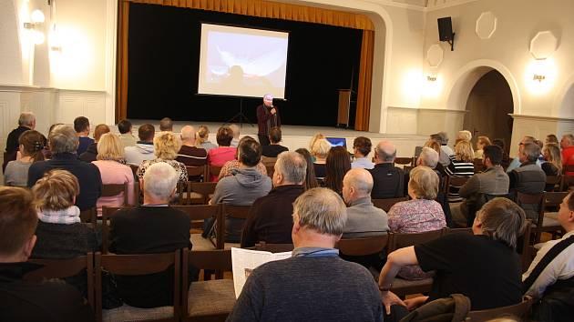 Stanislav Motl představil v Krnově téma Němci proti Hitlerovi.