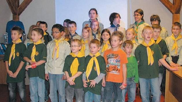 STO LET SKAUTINGU připomenul oddíl Krnovská trojka výstavou a slavnostním večerem v knihovně.