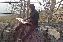 Kateřina Olejníčková maluje v plenéru bez ohledu na počasí. Snad jen vytrvalý déšť ji dokáže odradit.