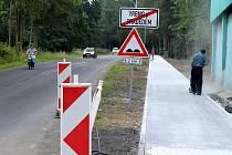 Od zastávky ke kolibě povede chodce nový chodník z Vrbna pod Pradědem do Ludvíkova. Chodník staví v lokalitě kvůli bezpečnosti pěších, ale také uleví řidičům.