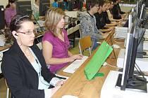 Účastníci soutěže v psaní na klávesnici ZAV Bruntál 2010.