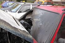 Jen co zaparkoval, už se v motoru škodovky bruntálského majitele rozhořel motor.