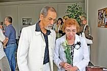 Antonín a Danuše Vanotovi při zahájení výstavy fotografií na chodbách bruntálského městského úřadu.