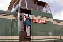 Firma Olpas Moravia v rámci Slezské muzejní noci představila ve své krnovské základně na Vrchlického ulici také tuto lokomotivu řady T334, která kvůli typickému zelenému nátěru dostala přezdívku Rosnička.
