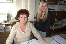Kamila Havlásková (vpravo) vykonávala praxi v podniku Advanced Plastics, s.r.o. pod dohledem personalistky Jarmily Klimešové.