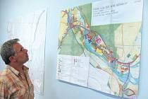 Starosta Nových Heřminov Radek Sijka nemá zájem, aby se v územním plánu obce objevila přehrada. Proto v těchto dnech obec soudně napadla krajské Zásady územního rozvoje.