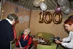 Paní Marie Martiníková oslavila sté narozeniny v krnovském domově pro seniory. Je čtvrtým nejstarším občanem Krnova.